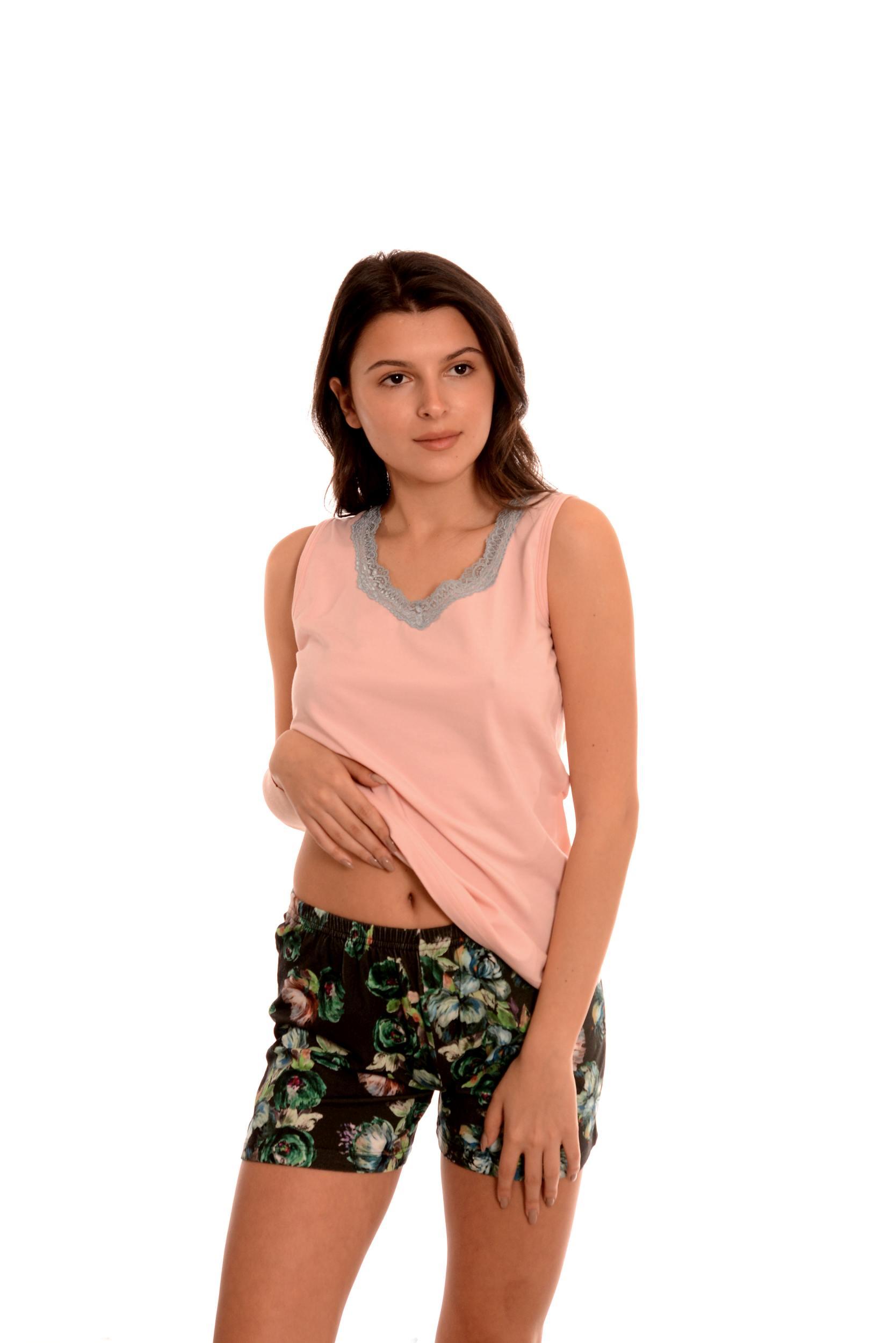 Страхотна дамска пижамка с потник и и къси панталони. Дизайнерски български модел.