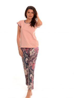 Дамска пижама с удобен панталон и фина тениска. Дизайнерски български модел.