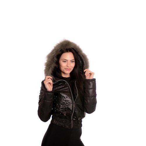 Дамско кожено яке със капси