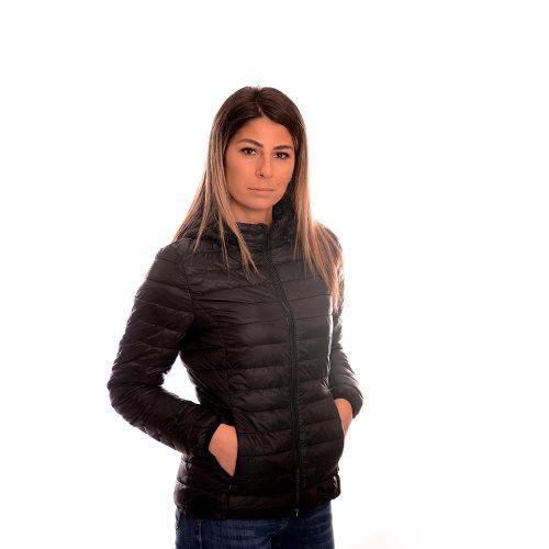 Тънко черно яке.