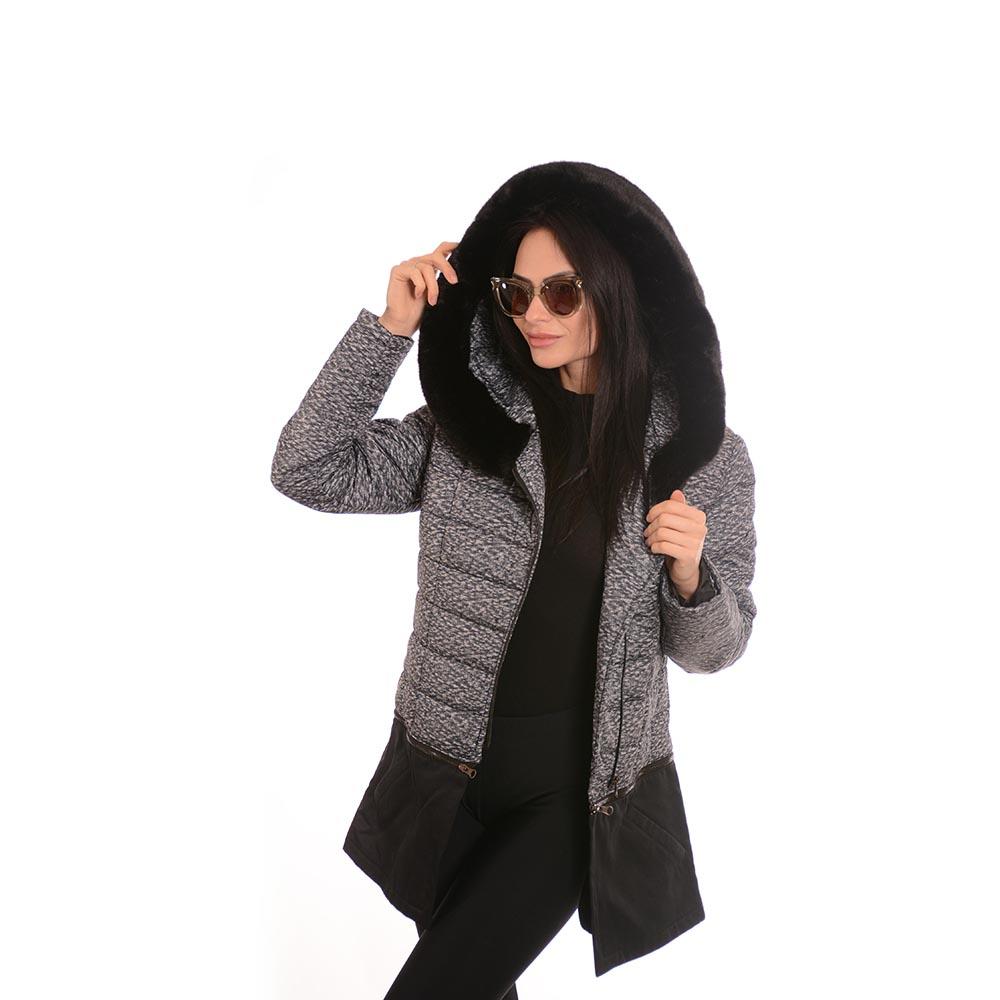 Българско дамско яке с качулка